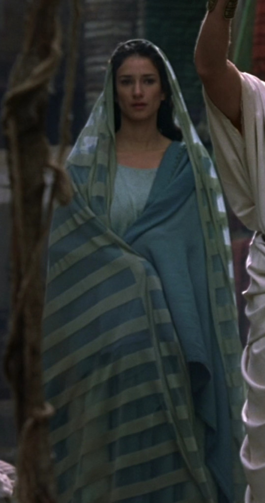 Niobe is wearing a stola of two different shades of blue, and a long cape thing over her head like the virgin mary or something.